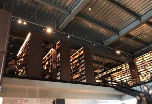 江別蔦屋書店の知の二階本棚