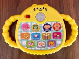 赤ちゃん泣きやみメロディーえほん(わくわく音あそびえほん)のメロディーが流れるおもちゃの表面