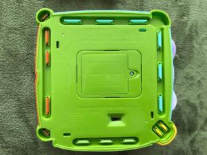 フィッシャープライス バイリンガル・ラーニングボックス DNY97のボックス(底面)