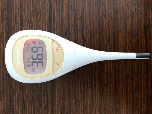 オムロン 電子体温計 MC-682 けんおんくんで体温計測した状態