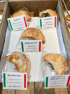発見タカトシランドで紹介されたカフェツキ・ポケのポケッツォーネとカルツォーネが美味!_9