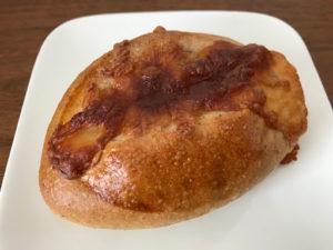 札幌の定山渓でおすすめのパン屋!石窯焼きパンヴェルジネ・バッカーノのアンチョビモッツァレラ斜め上