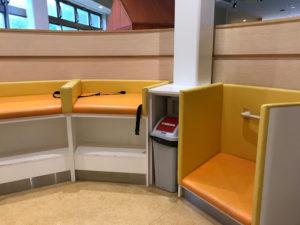 道の駅千歳サーモンパークのおむつ交換台とおむつ用ごみ箱