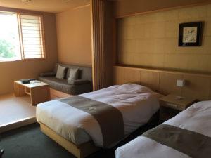 定山渓第一寶亭留翠山亭の展望風呂付洋室のベッドルーム