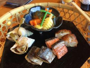 定山渓第一寶亭留翠山亭の季節の海鮮炭火焼き、秋のお野菜炊き合わせ