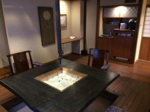 あかん鶴雅別荘鄙の座の掘りごたつがある和室_2