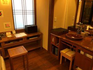 あかん鶴雅別荘鄙の座の客室の洗面化粧台