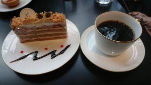本日のケーキセット(カフェミルフィーユとコーヒー)