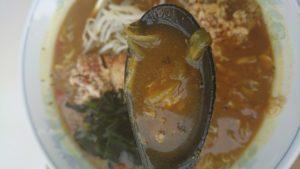 札幌国際スキー場(SAPPORO KOKUSAI SKI resort)ファミリーレストランの国際カレーラーメンのスープ