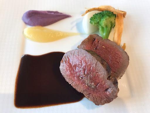 ル・ジャンティオム(Le Gentilhomme)に肉(鹿)料理