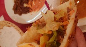 トルコ料理サライ赤坂店のサラダを挟んだピタパン