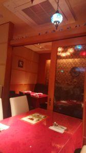 トルコ料理サライ赤坂店の仕切りのある店内