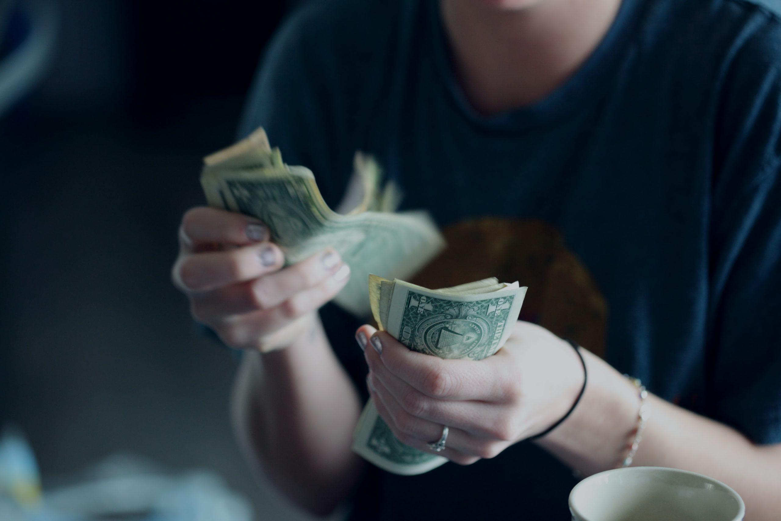 あり金は全部使え 貯めるバカほど貧しくなる