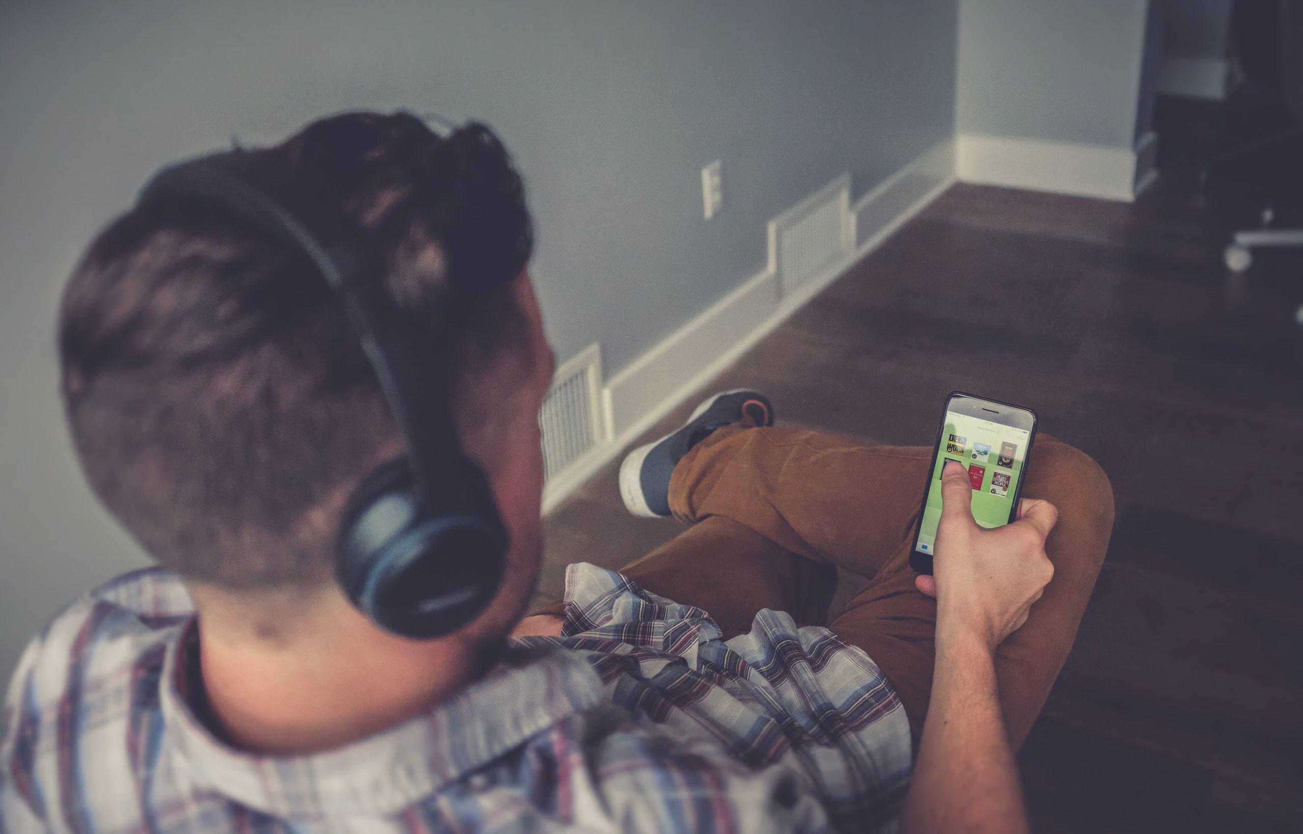 オーディオブックとは何評判や口コミは2つのデメリット、6つのメリットも合わせて解説!