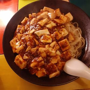 中華バル SABUROKU360の汁なし麻婆豆腐麺