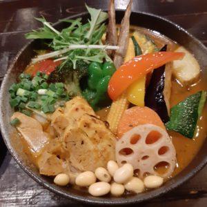 札幌路地裏スープカリィ侍サムライ(SAMURAI)北22条店の豚角煮と野菜